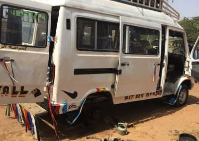minibus sénégalais en panne