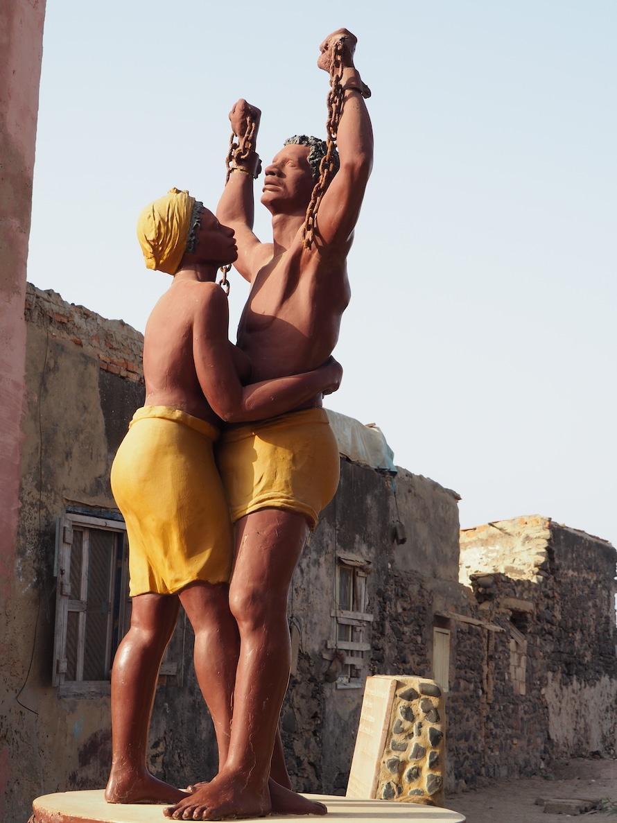 statue d'esclave à Gorée
