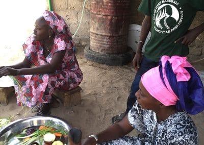 Préparation du répas à Ndande