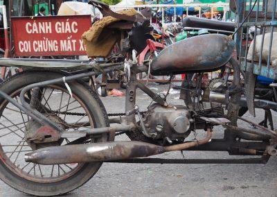Triporteur en attente de marchandises à transporter