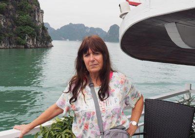 en bateau dans la baie d'Ha Long