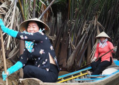 Femmes du Delta du Mékong et leur moyen de transport