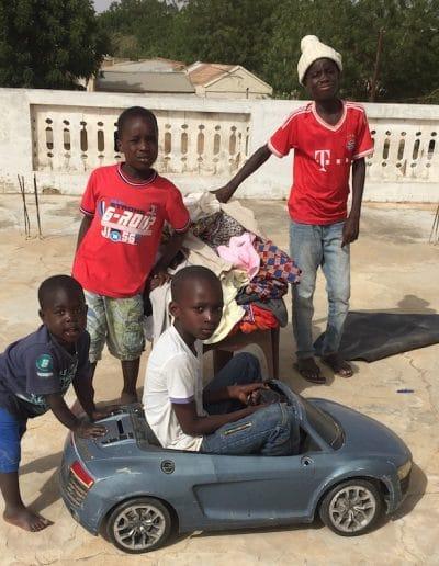 groupe d'enfants sur la terraseJPG