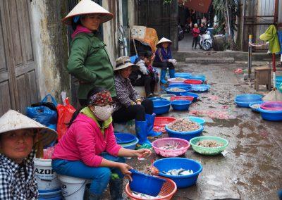 marchandes de poissons à Hon Gai