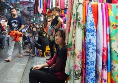 scène de rue dans le quartier historique de Hanoï