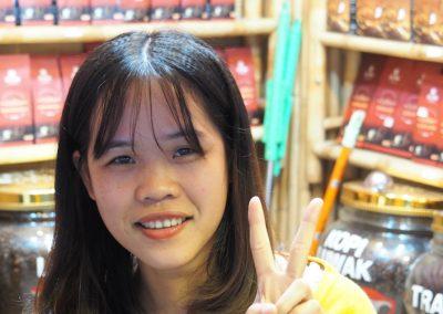 elle vend du café au détail à Hanoï