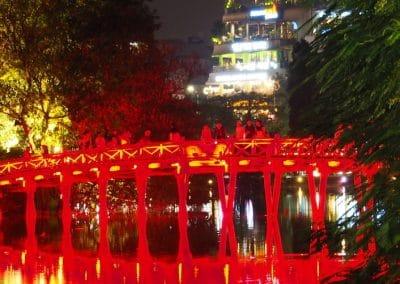 le pont du soleil levant à Hanoï