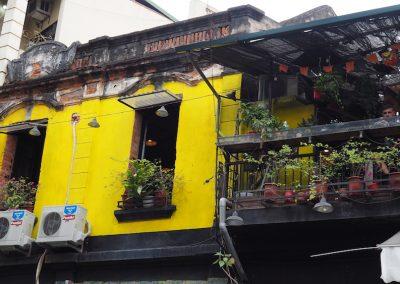 façade colorée dans le vieux Hanoï