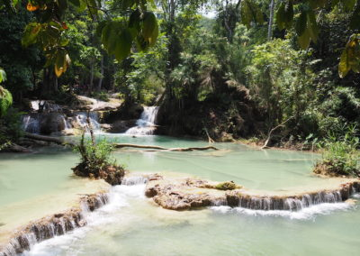 bassin d'eau naturelle à Kuang Si