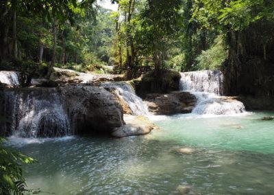 Bassins d'eau naturelle à Kuang Si