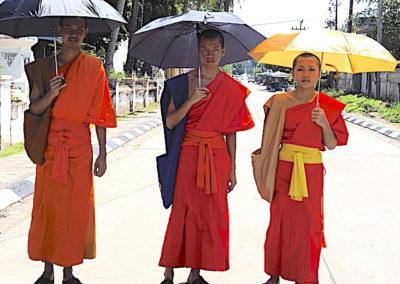 Moines bouddhistes au Laos