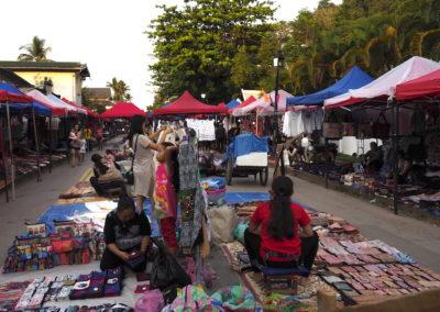 scène de marché à Luang Prabang