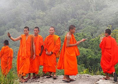 moines novices sur le Bokor