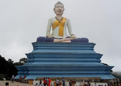 """Statue de """"Reposer Bouddha"""" à l'entrée du Bokor"""