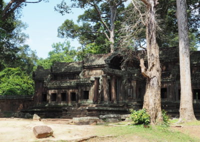 ruines d'un temple dans la jungle d'Angkor