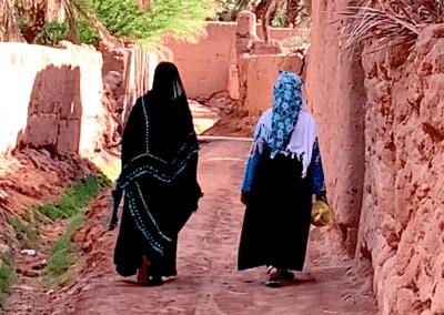 2 femmes berbères dans la palmeraie d'Amzrou