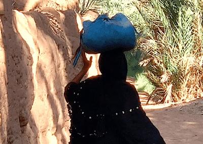 une habitante de la palmeraie d'Amzrou