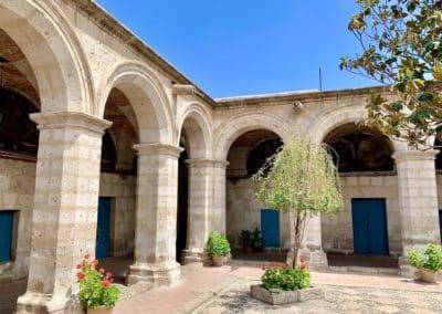 Cloître dans le couvent de santa Catalina