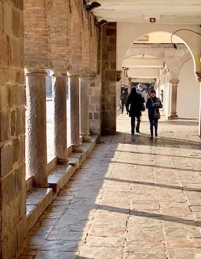arcades de la plaza de armas à Cuzco