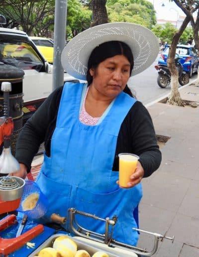 la marchande de jus d'orange sutr la place 25 de Mai