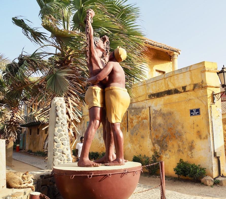 statue de deux esclaves libérés
