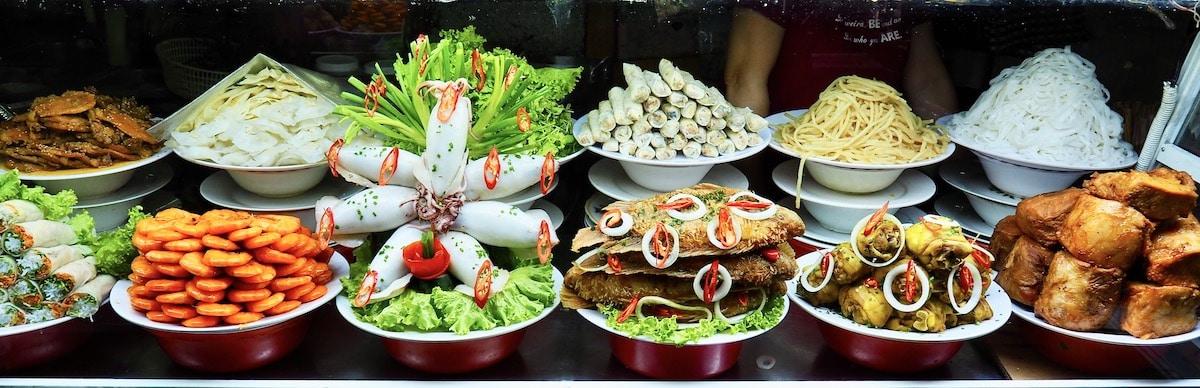 plats vietnamiens au marché de Hoi An