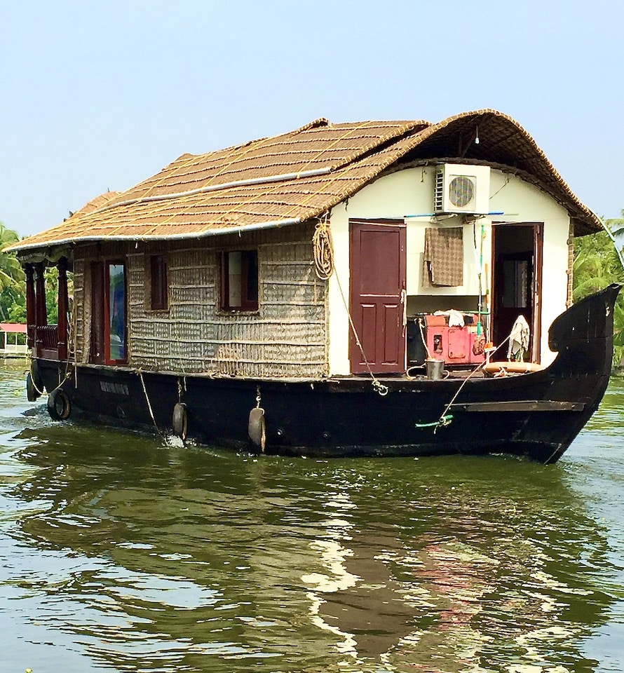houseboat in alley