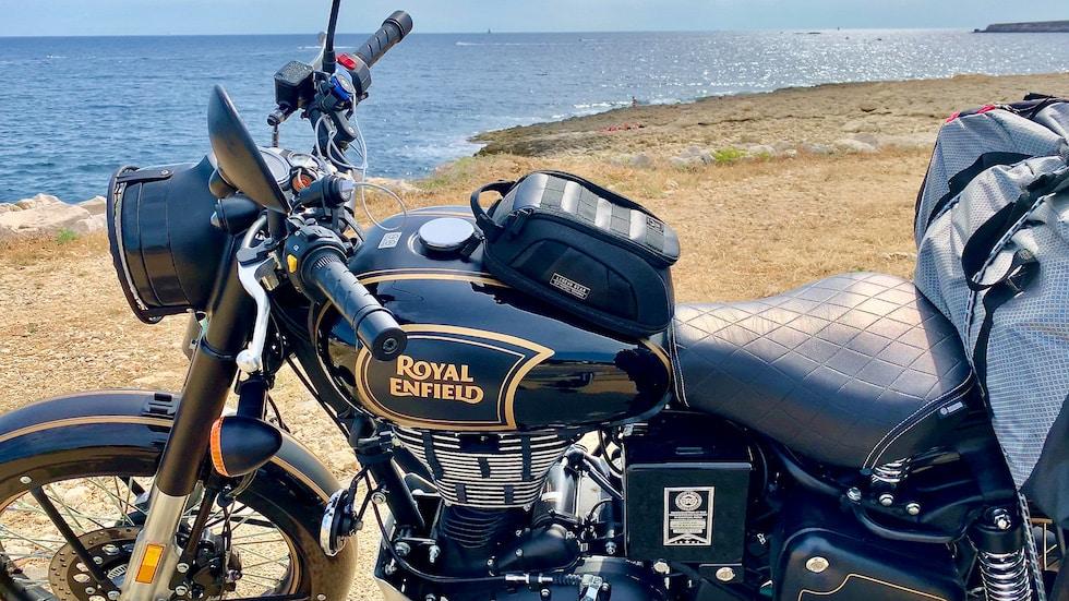 la mer et la Royal Enfield